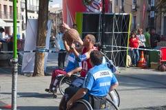 Acción del baloncesto de sillón de ruedas de los hombres Imagen de archivo