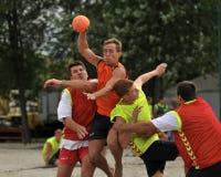 Acción del balonmano de la playa Imagen de archivo libre de regalías