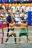 Acción del boxeo de retroceso de los hombres Imagen de archivo libre de regalías