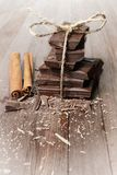 Acción del chocolate en el tablero de madera Foto de archivo