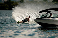 Acción del eslalom del esquí acuático Foto de archivo libre de regalías