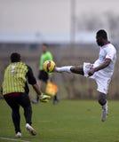 Acción del fútbol: anotar una meta Foto de archivo