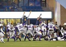 2014 acción del fútbol del NCAA - estado de WVU-Kansas Imagen de archivo libre de regalías