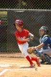 Acción del juego de béisbol de la liga pequeña Imágenes de archivo libres de regalías