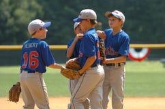 Acción del juego de béisbol de la liga pequeña Imagen de archivo