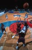Acción del juego de baloncesto Imágenes de archivo libres de regalías