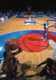 Acción del juego de baloncesto Fotografía de archivo libre de regalías