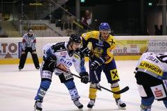 Acción del juego de hockey Imágenes de archivo libres de regalías