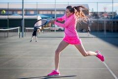 Acción del jugador de tenis Fotos de archivo libres de regalías