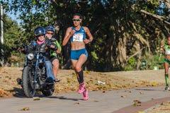 Acción del maratón de las muchachas Foto de archivo libre de regalías