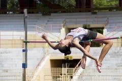 Acción del salto de altura de las mujeres Foto de archivo libre de regalías