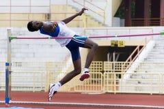 Acción del salto de altura de los hombres Imagen de archivo libre de regalías