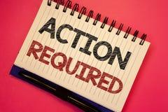 Acción del texto de la escritura de la palabra requerida El concepto del negocio para el acto importante necesitó las notas impor Fotografía de archivo libre de regalías