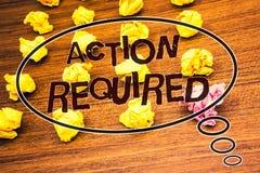Acción del texto de la escritura de la palabra requerida El concepto del negocio para el acto importante necesitó la migaja de ma Fotos de archivo libres de regalías