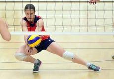 Acción del voleibol de las mujeres Fotografía de archivo
