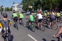 Acción dentro del día ucraniano de la bicicleta en Járkov Ucrania Foto de archivo libre de regalías