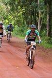 Acción desconocida de los motoristas en la bicicleta que compite con para el compet de Pang Sida Fotografía de archivo libre de regalías