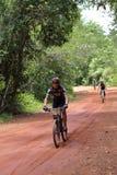 Acción desconocida de los motoristas en la bicicleta que compite con para el compet de Pang Sida Fotos de archivo