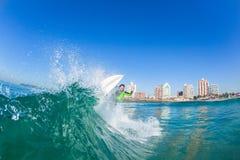 Acción Durban del agua de la muchacha de la persona que practica surf Imágenes de archivo libres de regalías