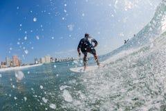 Acción Durban del agua que practica surf Fotos de archivo libres de regalías
