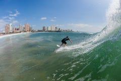 Acción Durban del agua que practica surf Fotos de archivo