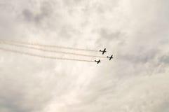 Acción en el cielo durante un airshow Imagenes de archivo