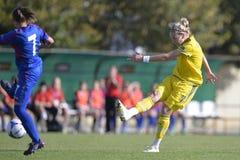 Acción femenina del partido de fútbol Imagen de archivo libre de regalías