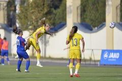 Acción femenina del partido de fútbol Fotos de archivo