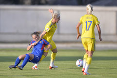 Acción femenina del partido de fútbol Foto de archivo libre de regalías
