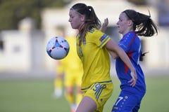 Acción femenina del partido de fútbol Foto de archivo
