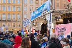Acción pacífica pacifista de la protesta contra la política de la OTAN en Europa Imagenes de archivo