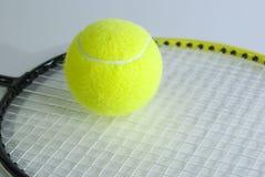 Acción para el juego en tenis Imagen de archivo libre de regalías