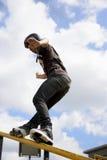 Acción patinadora en línea agresiva (de la barandilla) Foto de archivo