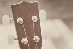 Acción principal de la guitarra de madera Imagenes de archivo