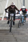 Acción que compite con de la bicicleta en declive Imagen de archivo