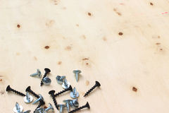 Acciaio della vite sullo scrittorio di legno Fotografia Stock