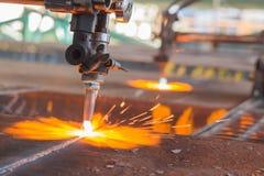 Acciaio di industria, scintille, lastra di taglio di gas del fuoco Fotografia Stock