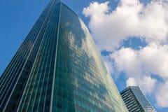 Acciaio e costruzioni corporative di vetro Immagine Stock