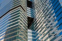 Acciaio e costruzioni corporative di vetro Immagini Stock