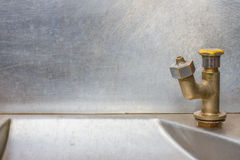 Acciaio inossidabile del rubinetto - acqua corrente Immagini Stock Libere da Diritti
