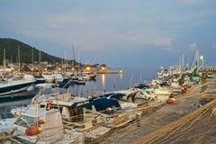 Acciaroli Hafen am Sonnenuntergang Stockfoto