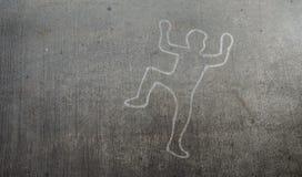 Accident avec des marques de dérapage de pneu menant au-dessus du corps photos libres de droits