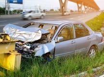 Accident d'accident de voiture sur la rue, automobiles endommagées Photos libres de droits