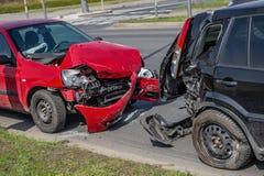Accident d'accident de voiture sur la rue, automobiles endommagées après collision dans la ville Photographie stock