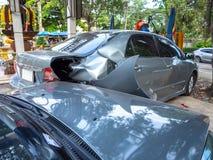 Accident d'accident de voiture sur la rue avec l'épave et les automobiles endommagées Accident provoqué par la négligence et le m photo stock