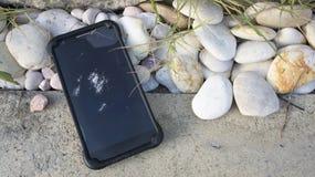 Accident de chute de dommages cassé par téléphone heurté fendu Photos stock