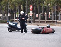 Accident de la circulation impliquant un scooter Image libre de droits