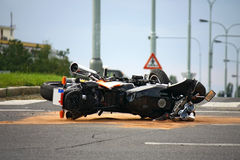 Accident de moto sur la route urbaine Photos libres de droits