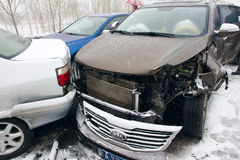 Accident de voiture dans la neige Photo stock