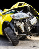 Accident de voiture jaune Photographie stock